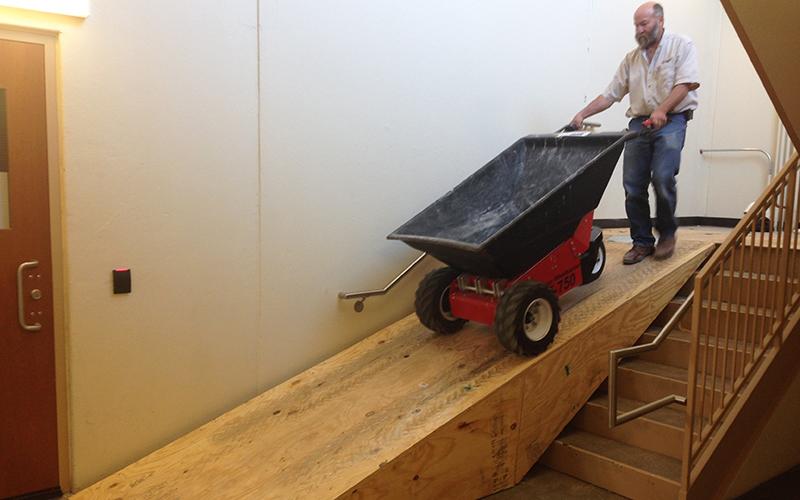 MUV Electric wheelbarrow with plastic tub
