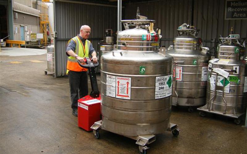 PowerTug moving 1,500Kg liquid Helium vessel for BOC